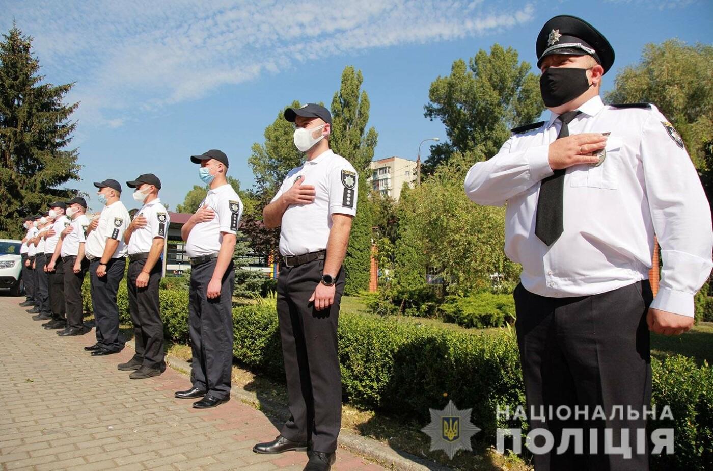 Поліцейські Кам'янець-Подільського району отримали новий службовий автомобіль, фото-4