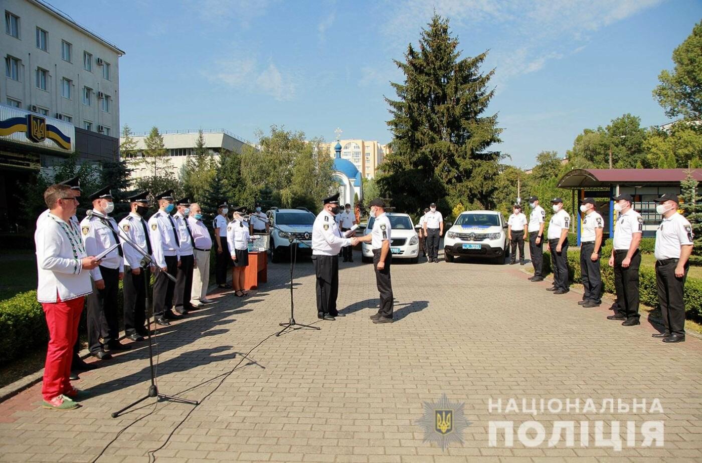 Поліцейські Кам'янець-Подільського району отримали новий службовий автомобіль, фото-5