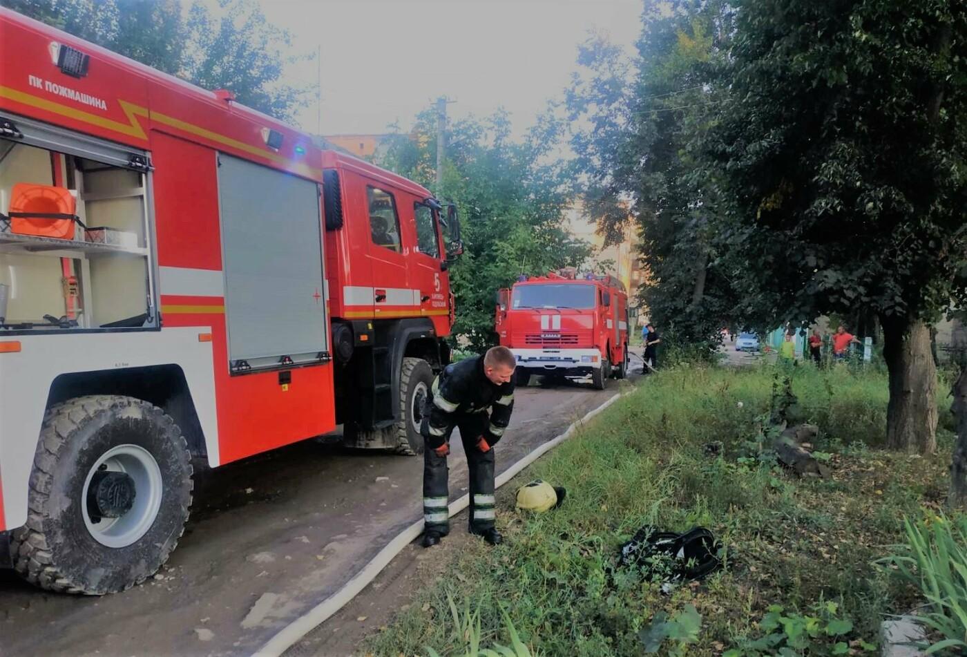 У Кам'янці-Подільському ліквідовували пожежу в приватному секторі, фото-1, Фото: ГУ ДСНС України у Хмельницькій області
