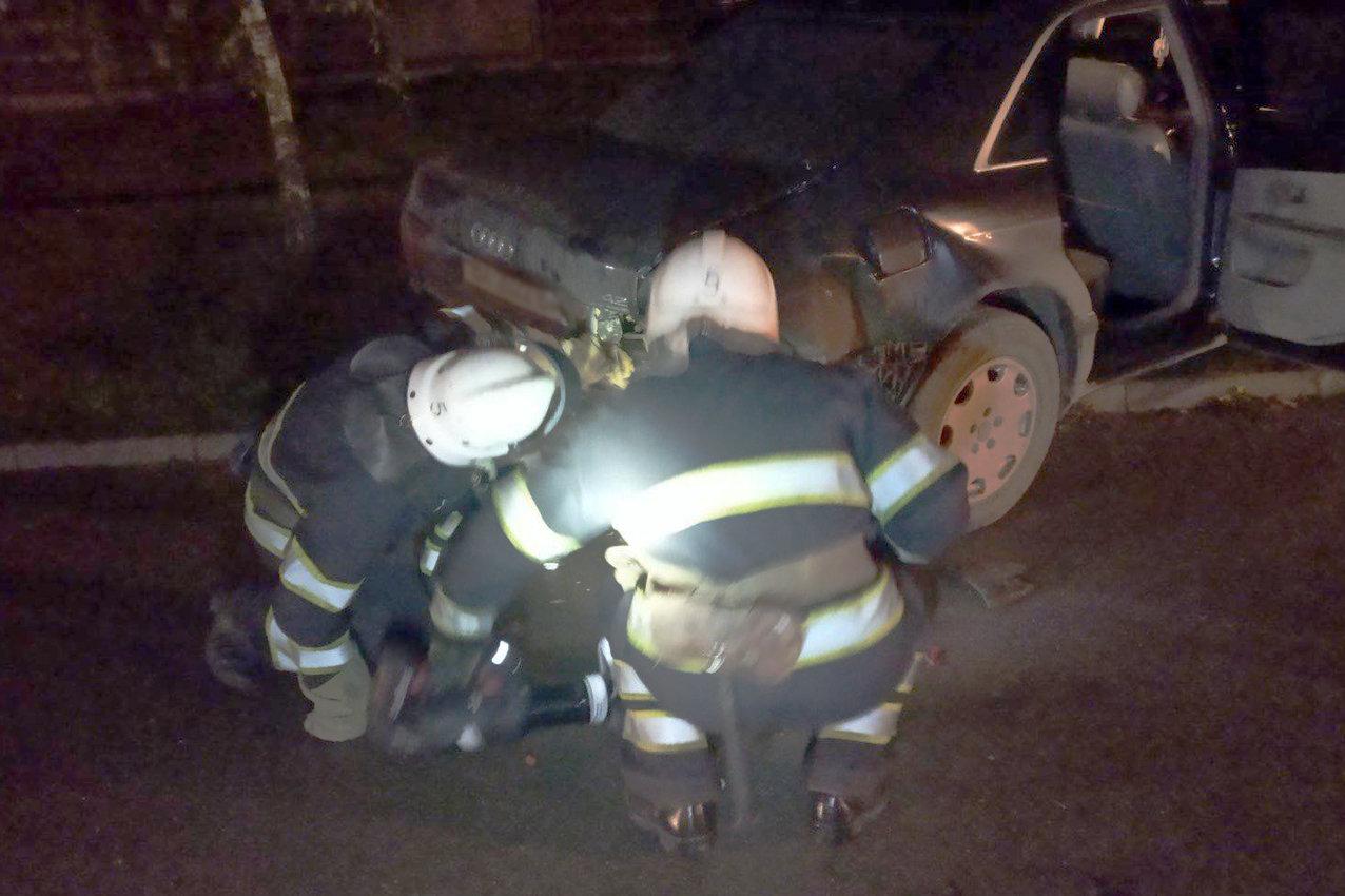 Рятувальники ліквідували наслідки ДТП, у якій травмувалось два водії, Фото: ГУ ДСНС України у Хмельницькій області