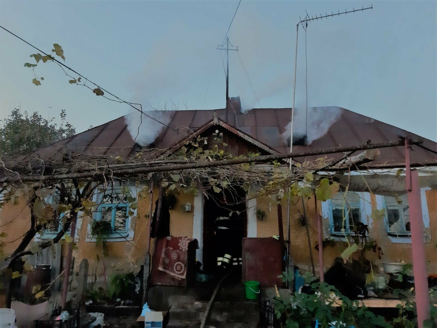 """Пожежа у с. Довжок, житловий будинок, Фото: """"Служба порятунку 101 Кам'янець-Подільський"""""""