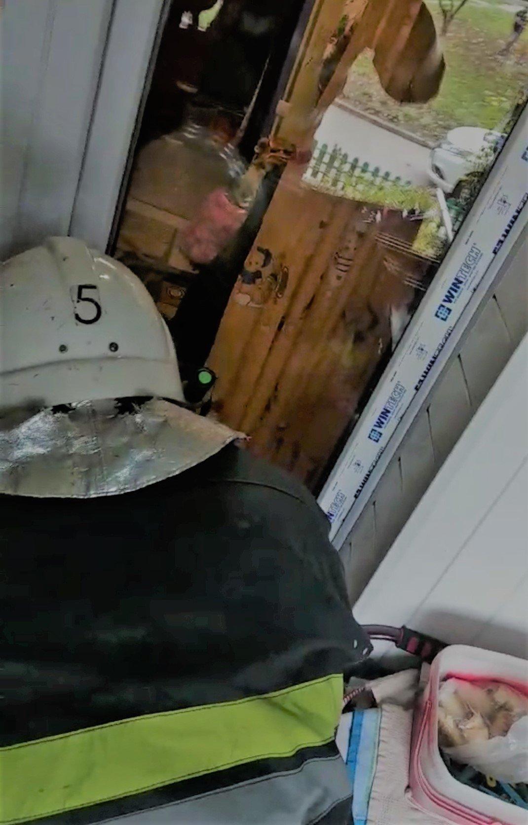 """У Кам'янці-Подільськму в квартирі була замкнута дворічна дитина, фото-1, Фото: """"Служба порятунку 101 Кам'янець-Подільський"""""""
