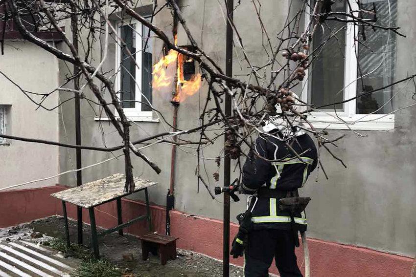 Пожежа в житловому будинку на провулку Степовому, Фото: 2 ДПРЗ ГУ ДСНС України  у Хмельницькій області