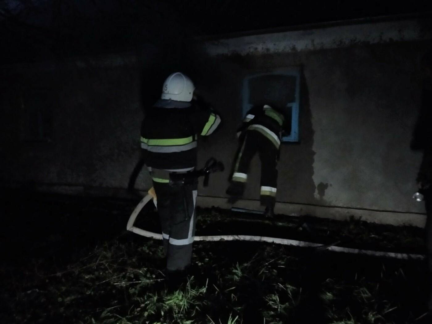 """Пожежу житлового будинку у селі Киселівка, Фото: """"Служба порятунку 101 Кам'янець-Подільський"""""""