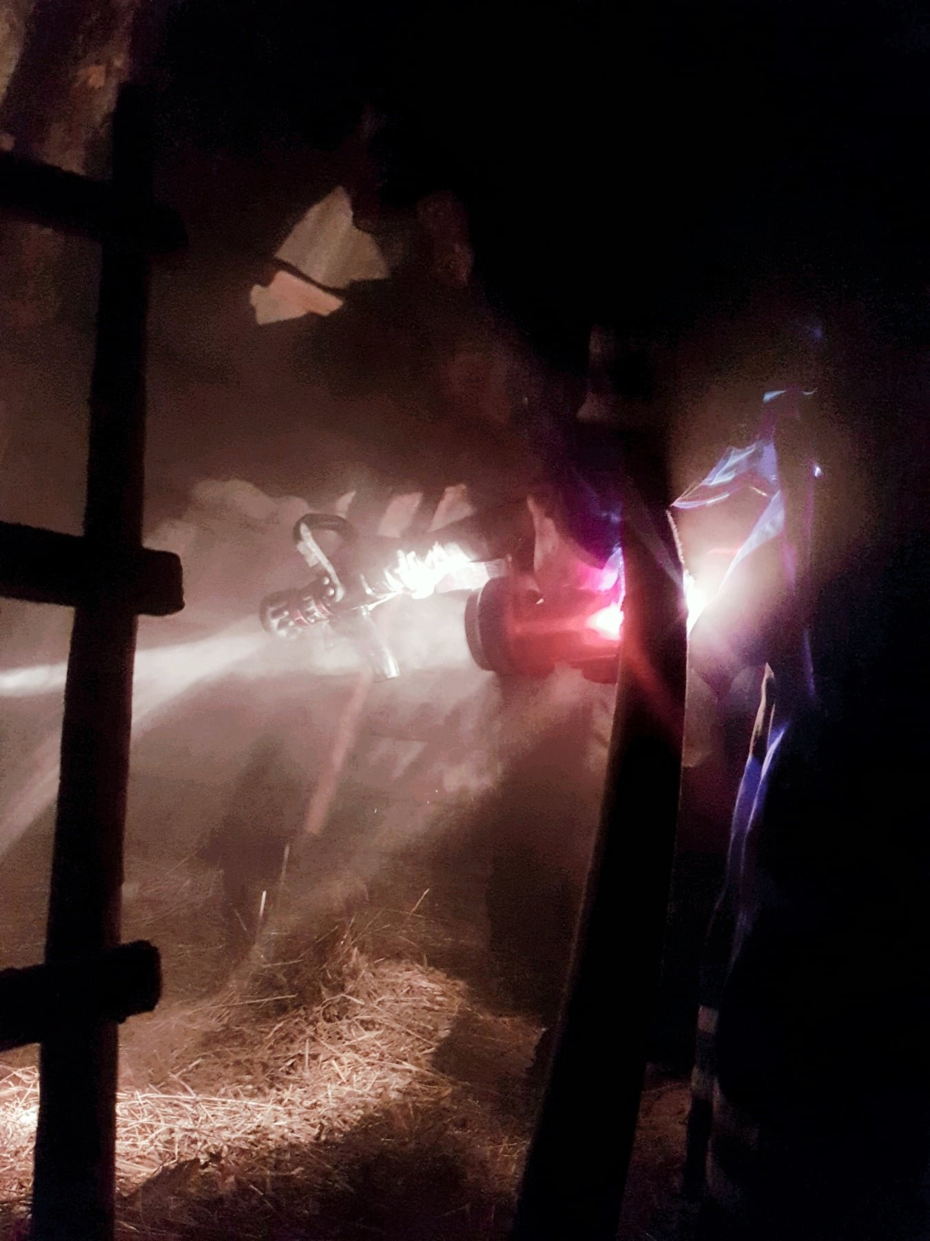 """Пожежа господарчої споруди, Фото: """"Служба порятунку 101 Кам'янець-Подільський"""""""
