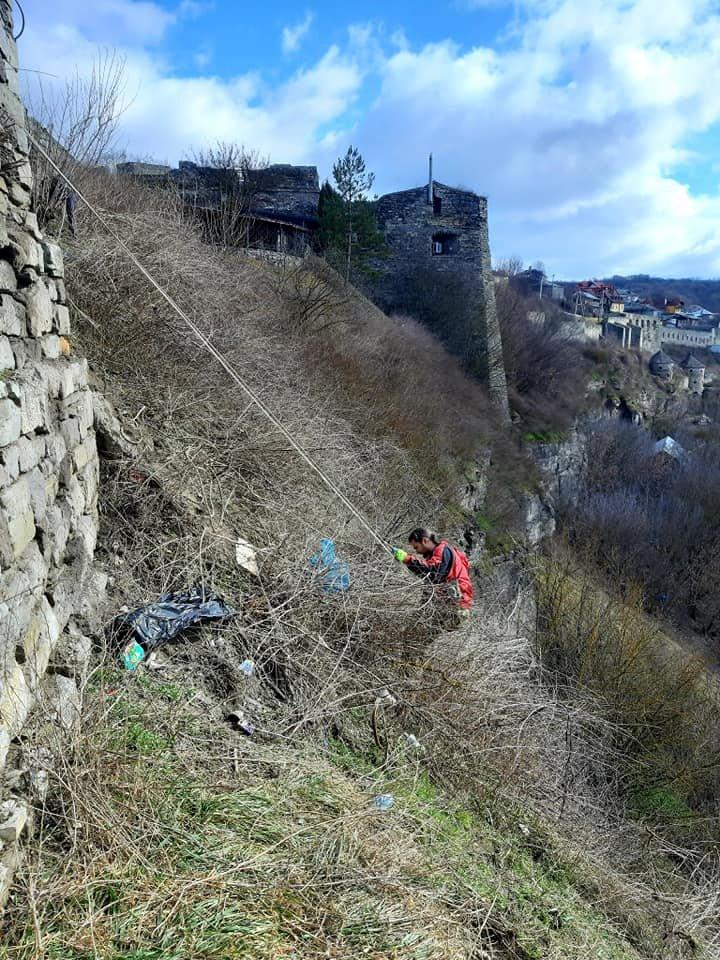 """Учасники акції """"Прибери у каньйоні річки Смотрич"""", Фото: Інна Мазур"""