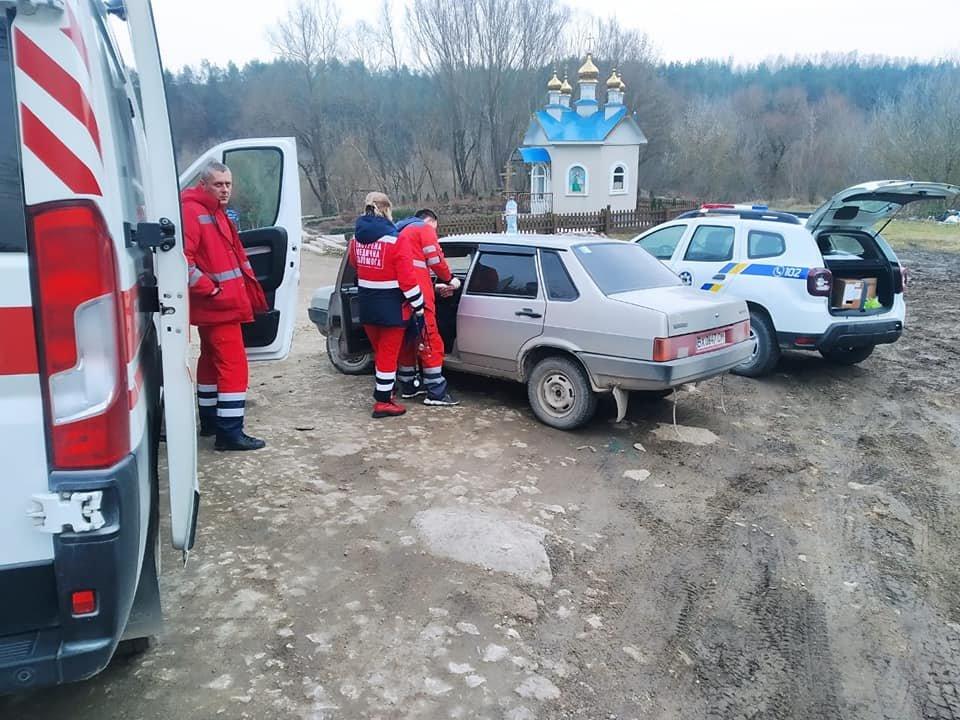 На Кам'янеччині поліцейський офіцер громади врятував життя старості села, фото-1