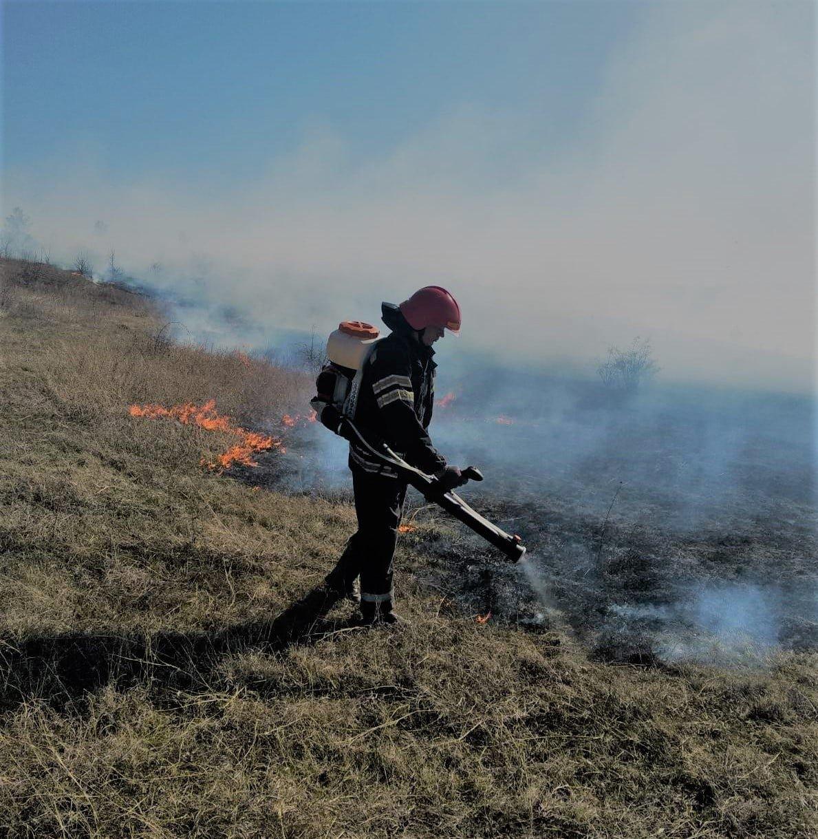 """Пожежі на Кам'янеччині, Фото: """"Служба порятунку 101 Кам'янець-Подільський"""""""