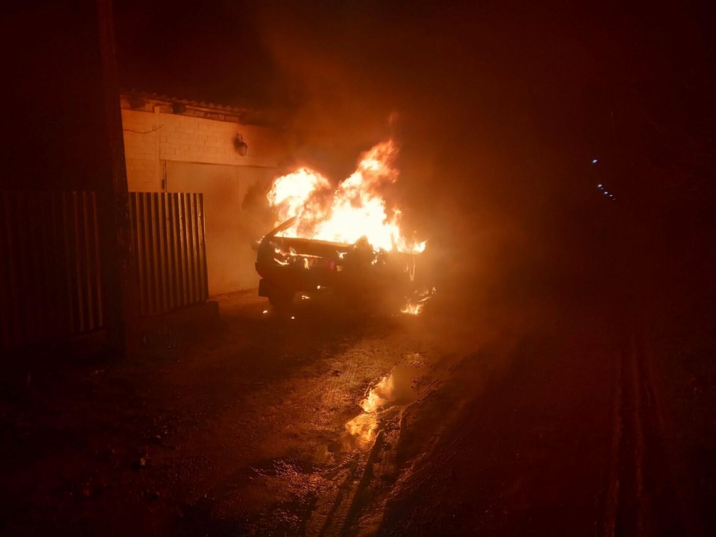 По Молодіжній виникла пожежа легкового автомобіля, фото-2