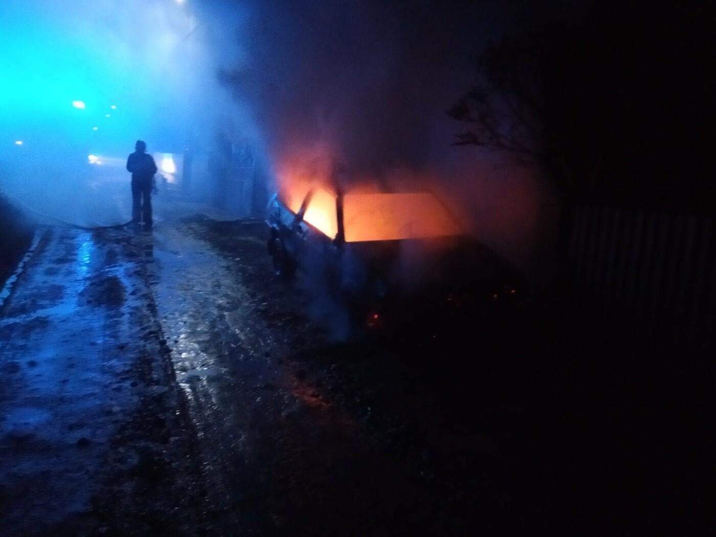По Молодіжній виникла пожежа легкового автомобіля, фото-3