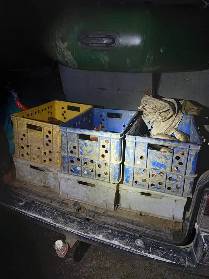 На Кам'янеччині на березі річки виявили автівку, заповнену рибою на 50 тисяч гривень, фото-2