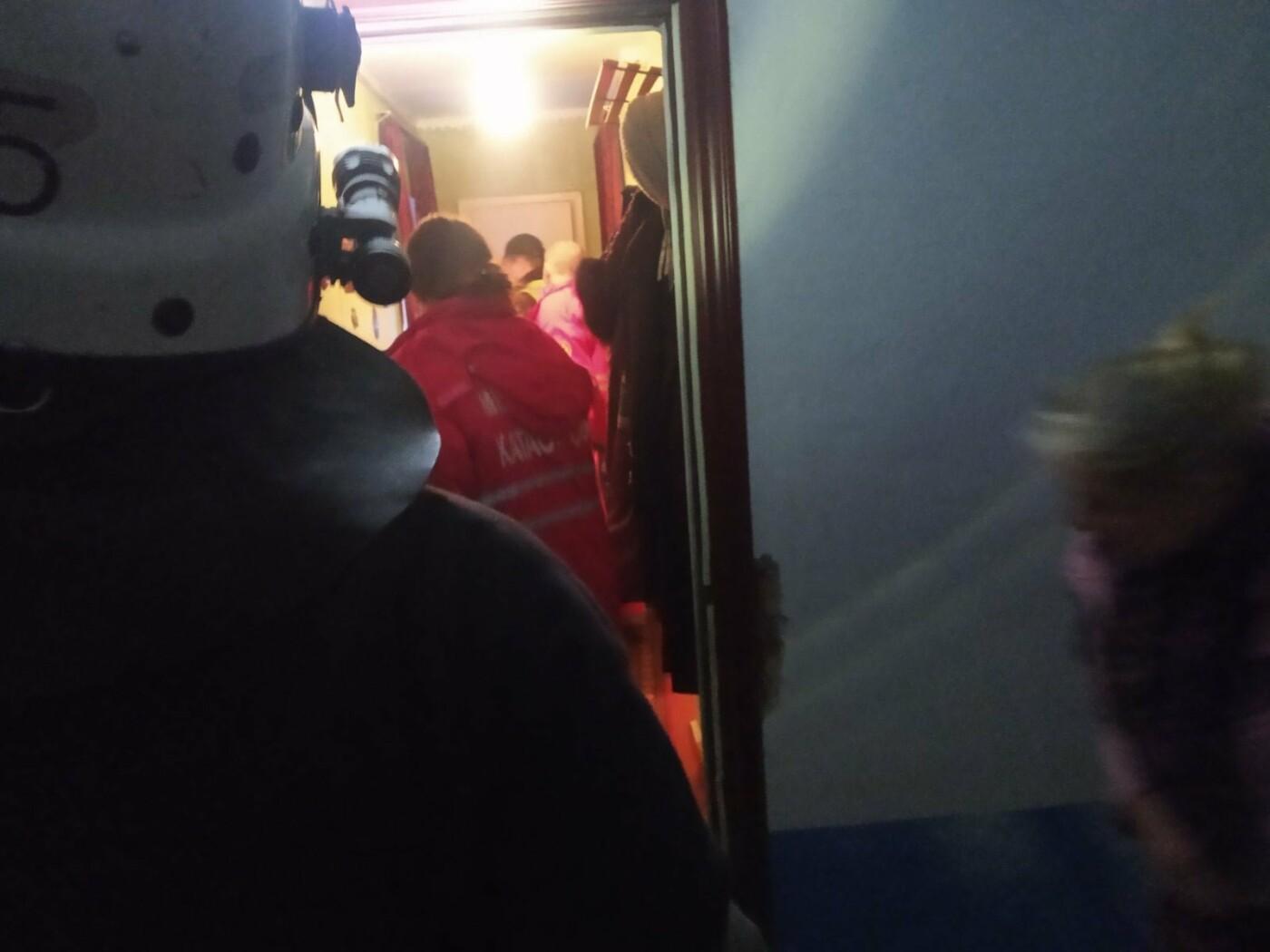 """По Героїв Небесної сотні літня жінка замкнулась у власній квартирі, фото-1, Фото: """"Служба порятунку 101 Кам'янець-Подільський"""""""
