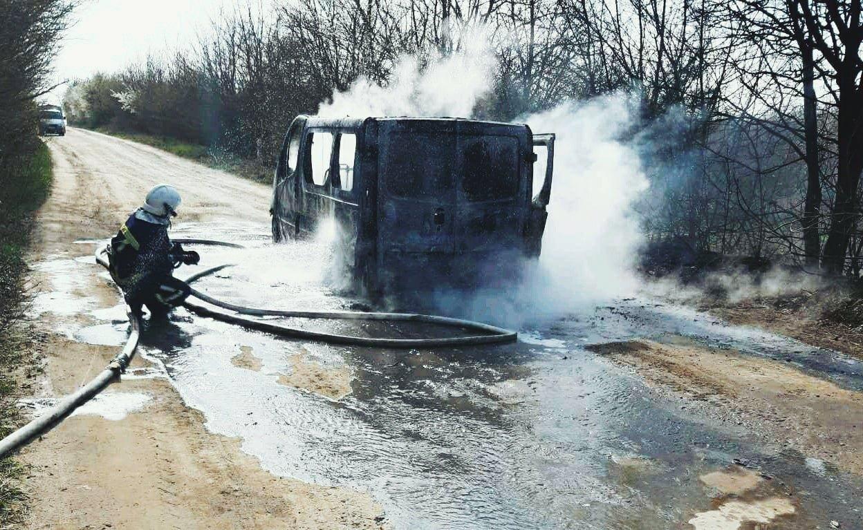 """На Кам'янеччині під час руху загорівся мікроавтобус, фото-5, Фото: """"Служба порятунку 101 Кам'янець-Подільський"""""""
