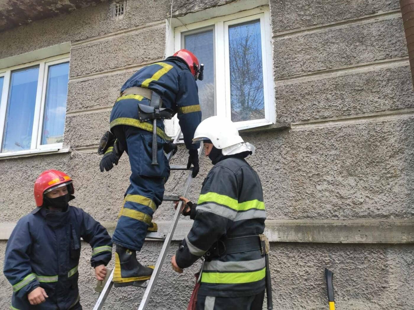 """У Кам'янці-Подільському літня жінка замкнулась у власній квартирі, фото-2, Фото: """"Служба порятунку 101 Кам'янець-Подільський"""""""