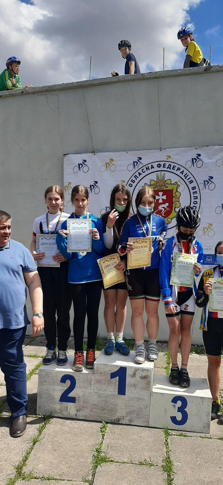 Кам'янецькі школярки — срібні призери чемпіонату України з маунтенбайку, фото-1