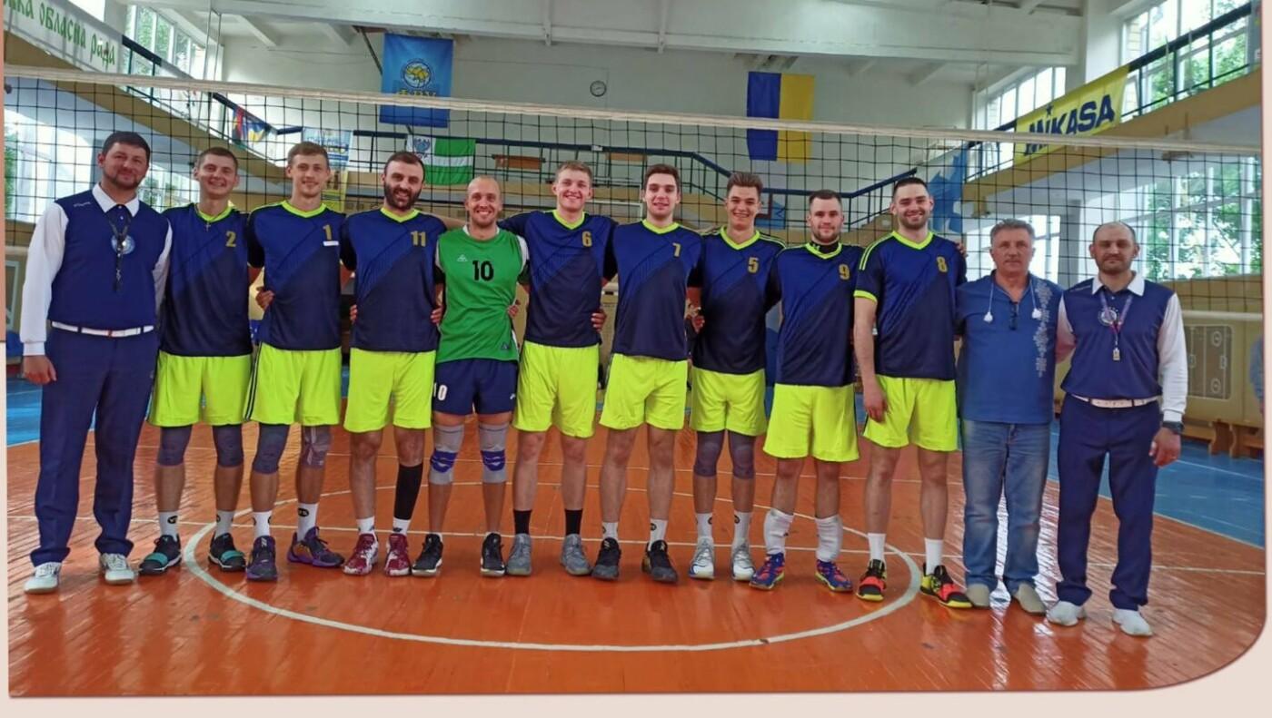 Збірна команда кам'янецького вишу — срібні призери з волейболу , фото-1