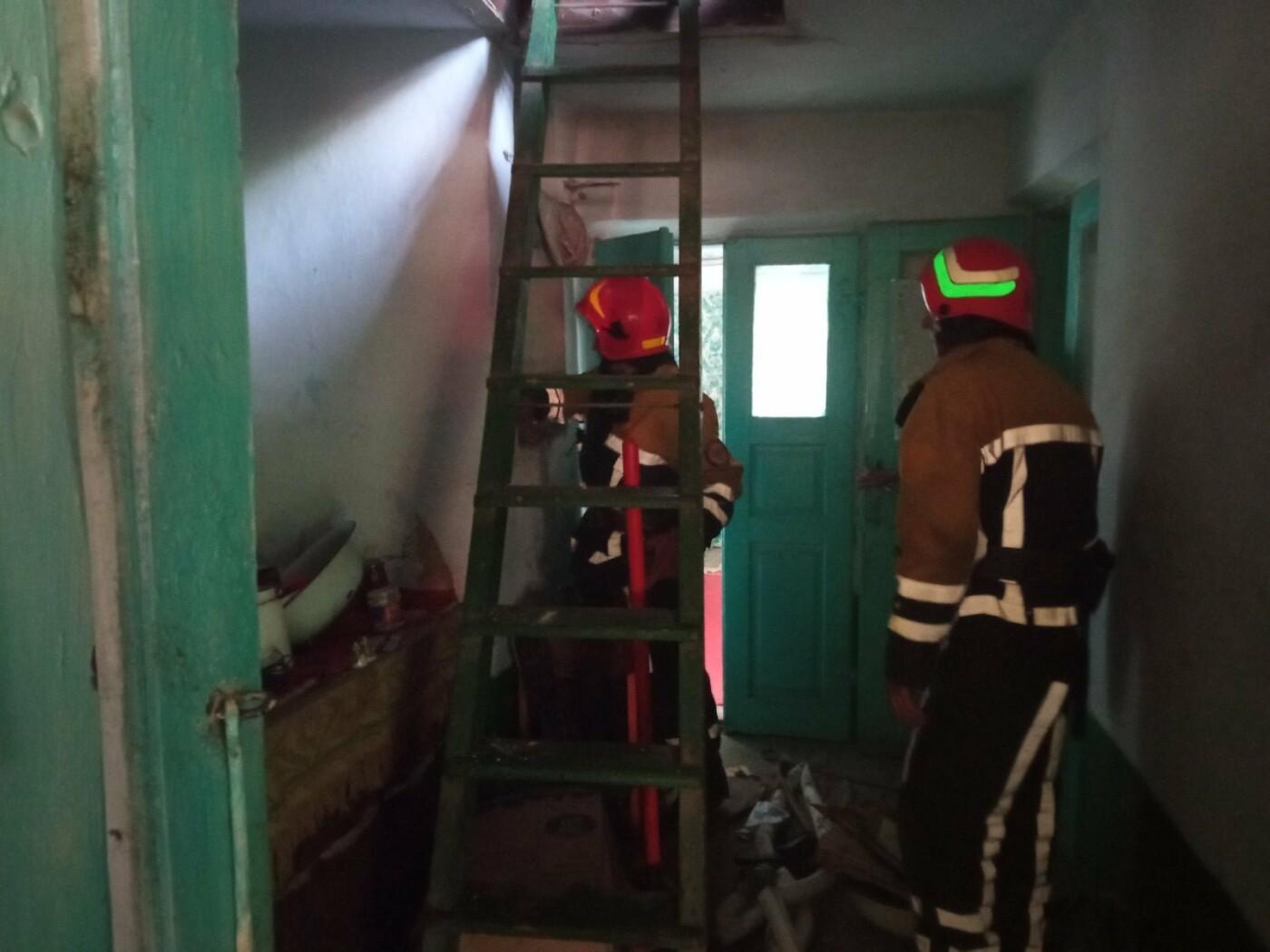 """Пожежа літньої кухні в Гусятині, Фото: """"Служба порятунку 101 Кам'янець-Подільський"""""""
