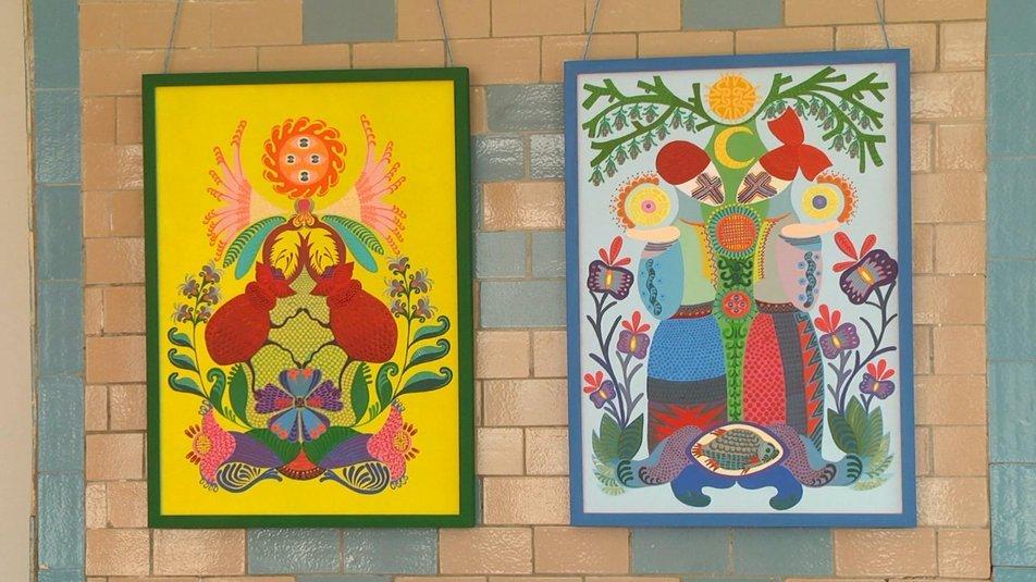 """Стіни колишньої школи, а тепер мистецького простору, прикрасили роботами художників, які уже сюди приїжджали., Фото: """"Суспільне. Поділля"""""""