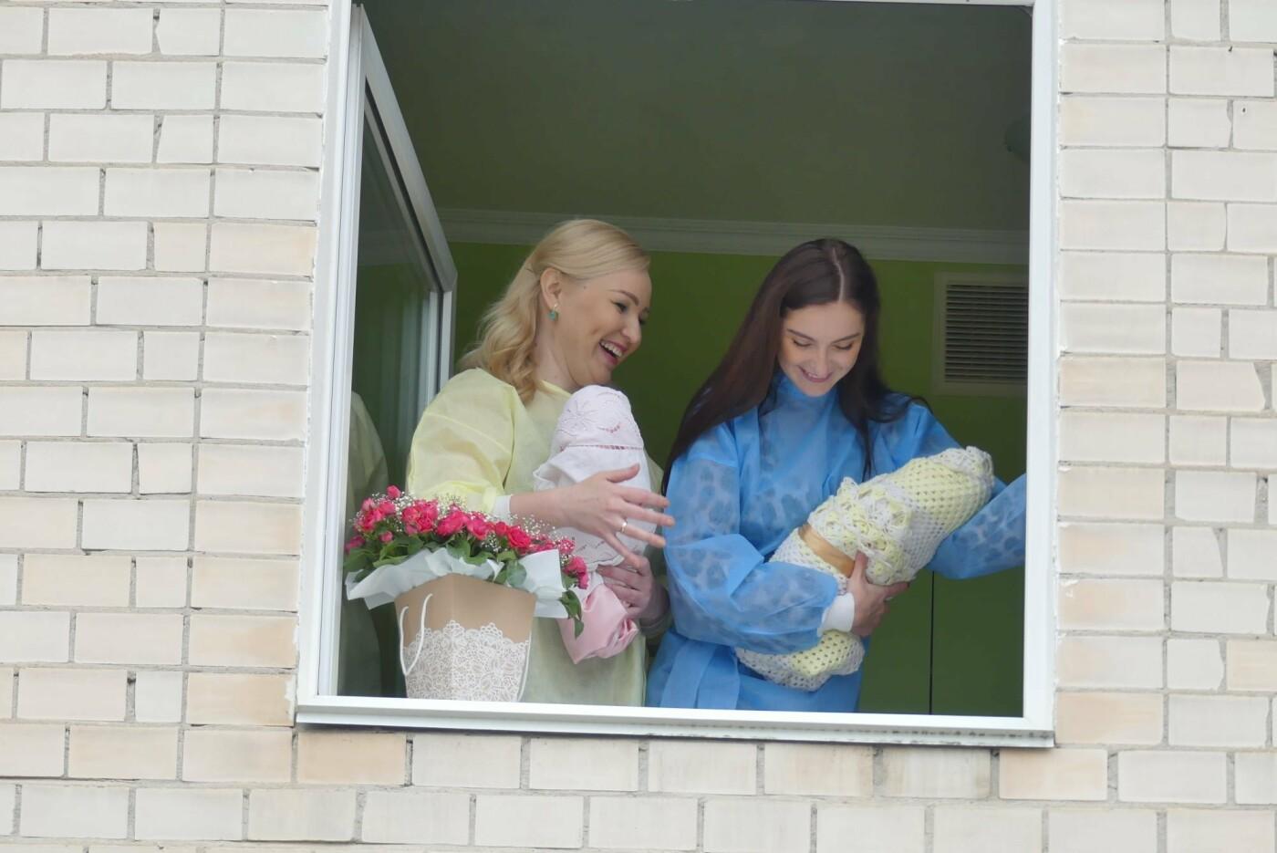 З вікон перинатального центру заспівали оперу, Фото: пресслужба Кам'янець-Подільської міської ради