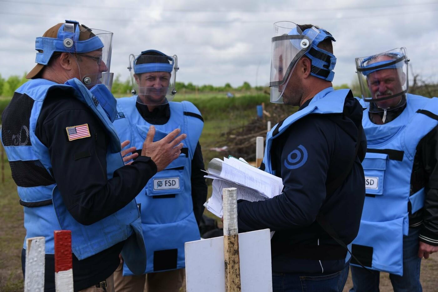 У Кам'янці сертифікували організацію, що займається протимінною діяльністю, фото-6, Фото: пресслужба Військової частини А2641
