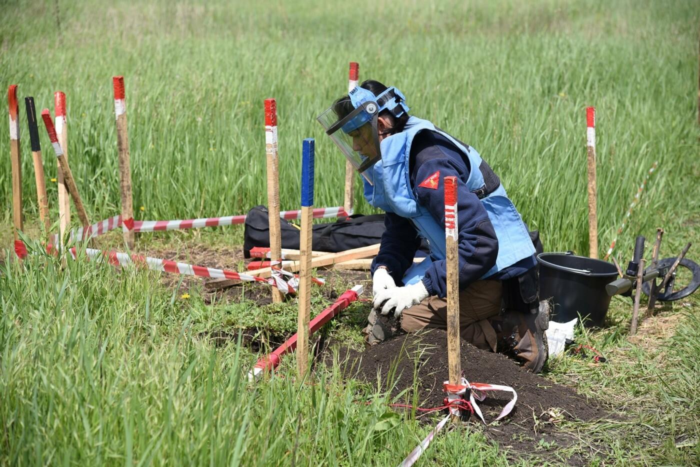 У Кам'янці сертифікували організацію, що займається протимінною діяльністю, фото-5, Фото: пресслужба Військової частини А2641
