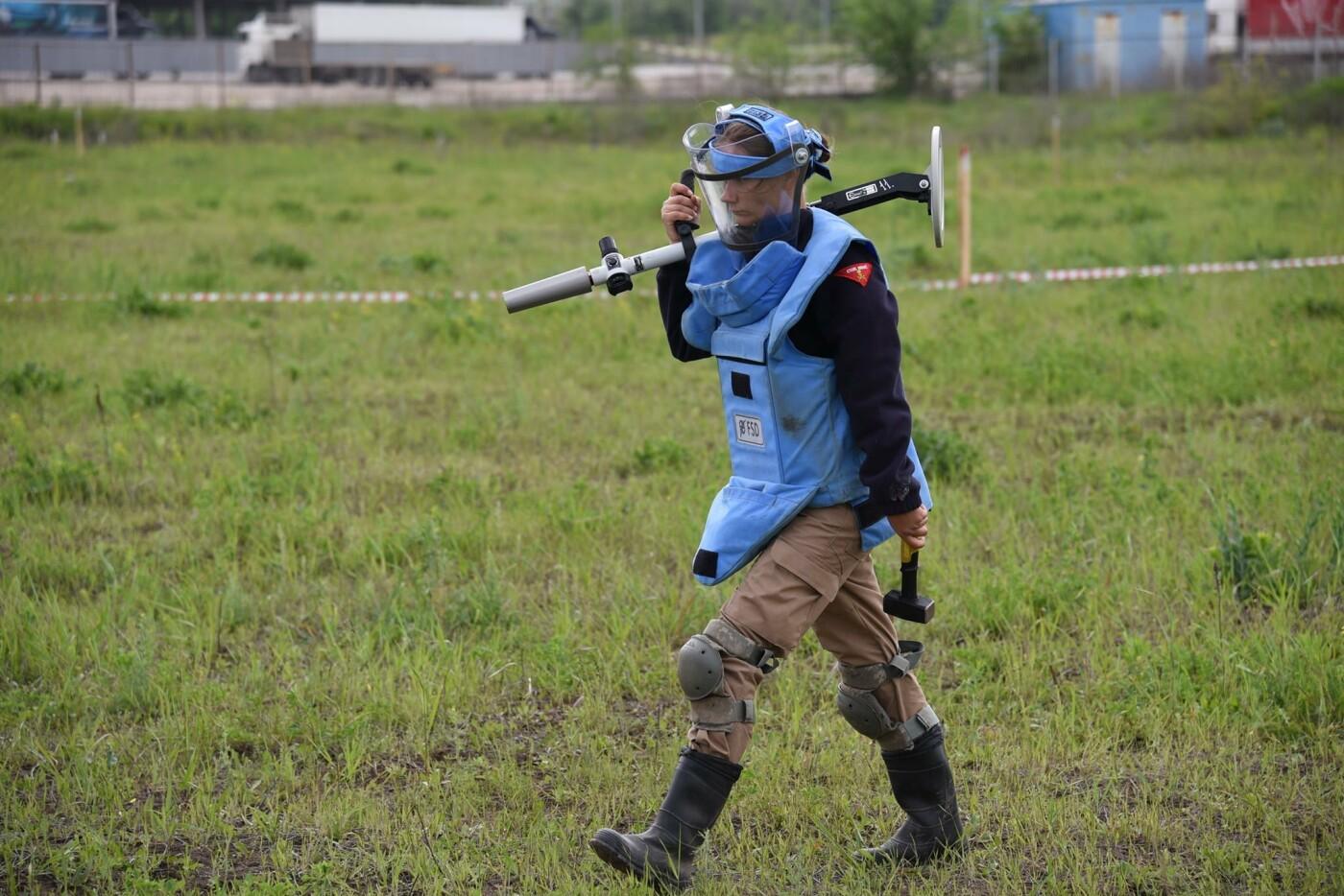 У Кам'янці сертифікували організацію, що займається протимінною діяльністю, фото-7, Фото: пресслужба Військової частини А2641