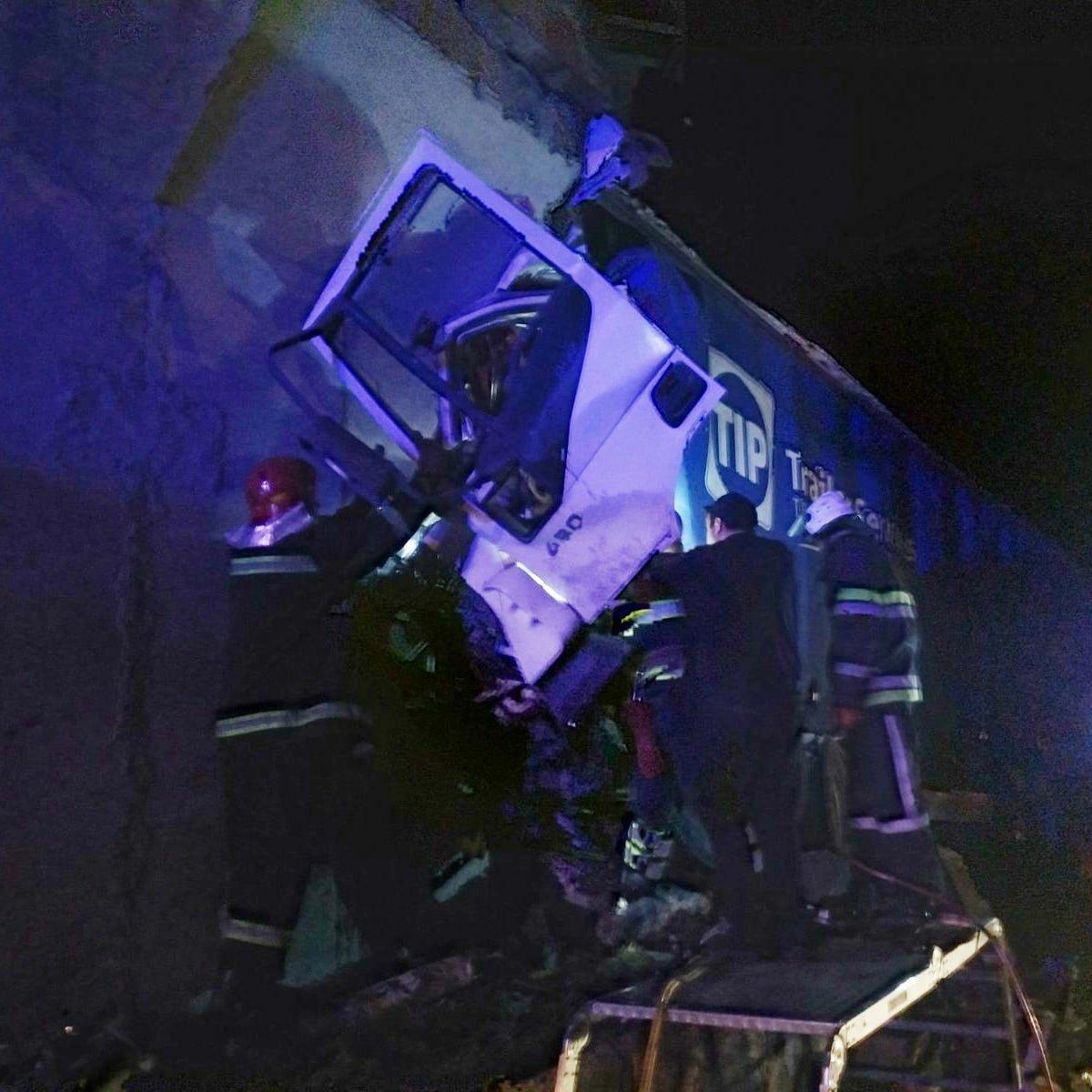 Неподалік Лисогірки вантажівка врізалась в бетонну опору моста , фото-4, Фото: пресслужба порятунку 101 Кам'янця-Подільського